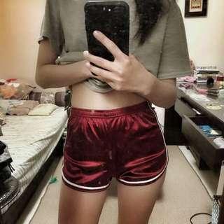緞面酒紅色運動短褲