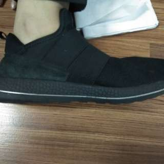 Sepatu Hitam Thailand