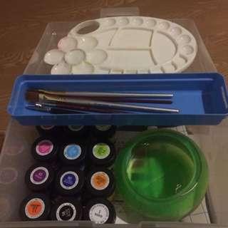 廣告顏料+水彩筆+調色盤+收納盒
