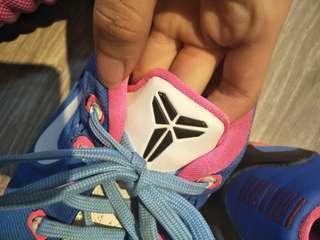 女籃球鞋(寄出前會先幫你洗一洗)
