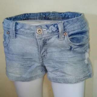 Us Quality Denim Shorts Affordable Price  fits 26 Waistline
