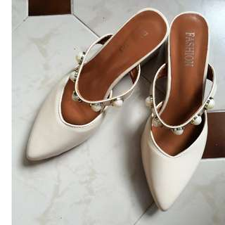 Size 38 - Kitten Pointed Toes Pearl Accessory Band Plus Thick Heel Slip-on