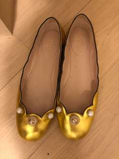 Gucci flat shoes size 37.5
