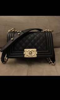 徵袋!BAG WANT!!! Chanel le boy mini 20 cm 黑金 荔枝皮