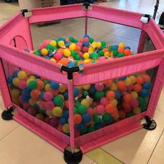 PLAYPEN WITH FREE BALLS