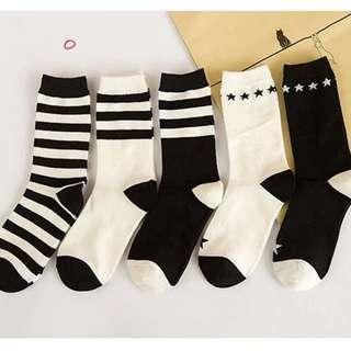 🚚 2雙$95 韓國黑白條紋星星中筒襪