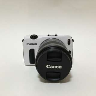 90% new新正貨 – Canon EOS M + EF-M15-55/3.5-5.6 Lens – 1800MP Digital Camera Set佳能EOS M + EF-M15-55/3.5-5.6標準變焦鏡頭 - 1800萬像數碼相機套裝(樣品清貨大優惠-最後1部)