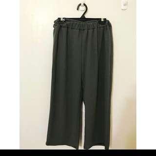 時尚軍綠色寬褲 質感超級好的喔 挺版顯瘦單品 物超所值 必備單品喔!