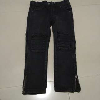 Kids - stretchable Cotton on Jeans size 4 *Relative new