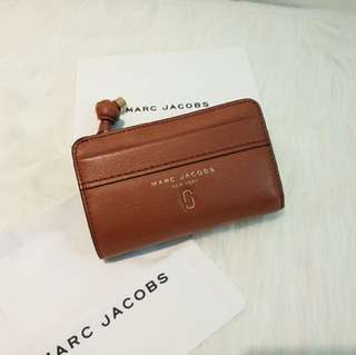 Marc Jacobs中夾