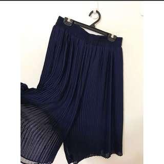 百摺雪紡寬褲裙喔 質感超級好的 L 大L可以 超級好穿顯瘦喔😄