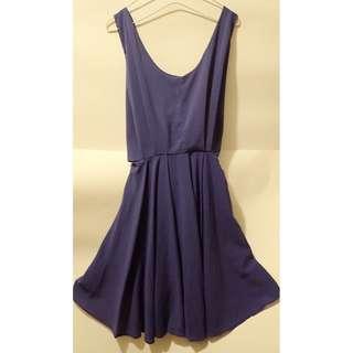 度假&派對都粉搭~百變寶藍美背設計浪漫圓裙短洋裝(附贈全新貴婦髮帶)