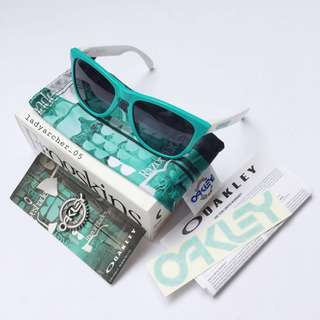 New Authentic Oakley Frogskins Heritage Special Edition Sunglasses (24-417)