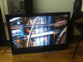 Hitachi 37Inch LCD TV, Seldom Used, good picture quality