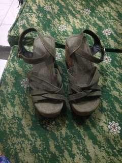 Sepatu sandal wedges