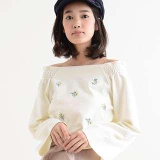 日本品牌🇯🇵刺繡碎花喇叭袖Majestic Legon一字領上衣snidel lilybrown w closet