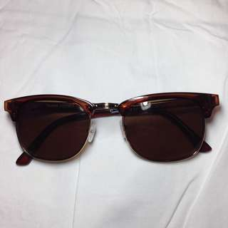 Sunnies in Timmy Coffee