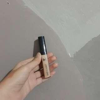 Concealer shade medium beige