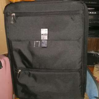 25 inch, Famous Delsey luggage, 18 inch wide, 9 inch thick, lots of additional pockets inside and outside,  trade in Tuen.Mun