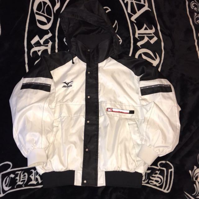 🈵特價🈵古著 日本製 美津濃 mizuno 帽可收 電繡LOGO 珍珠白 緞面 拼接 撞色 休閒外套 運動外套