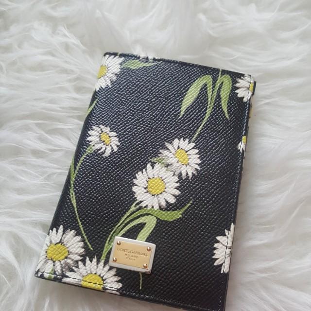 Dolce & Gabbana daisy printed passport cover