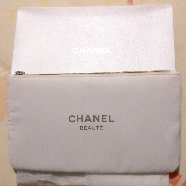 LESS EXTRA 30% - LAST DAY RM50 - 30% = RM35  CHANEL RARE CLUTCH/POUCH (MEDIUM-LARGE)  COMES WITH ORIGINAL BOX  ZIPPERED TOP, CHANEL LOGO ZIPPER  RM50 LIMITED TIME ONLY   100% AUTHENTIC & BRAND NEW IN BOX