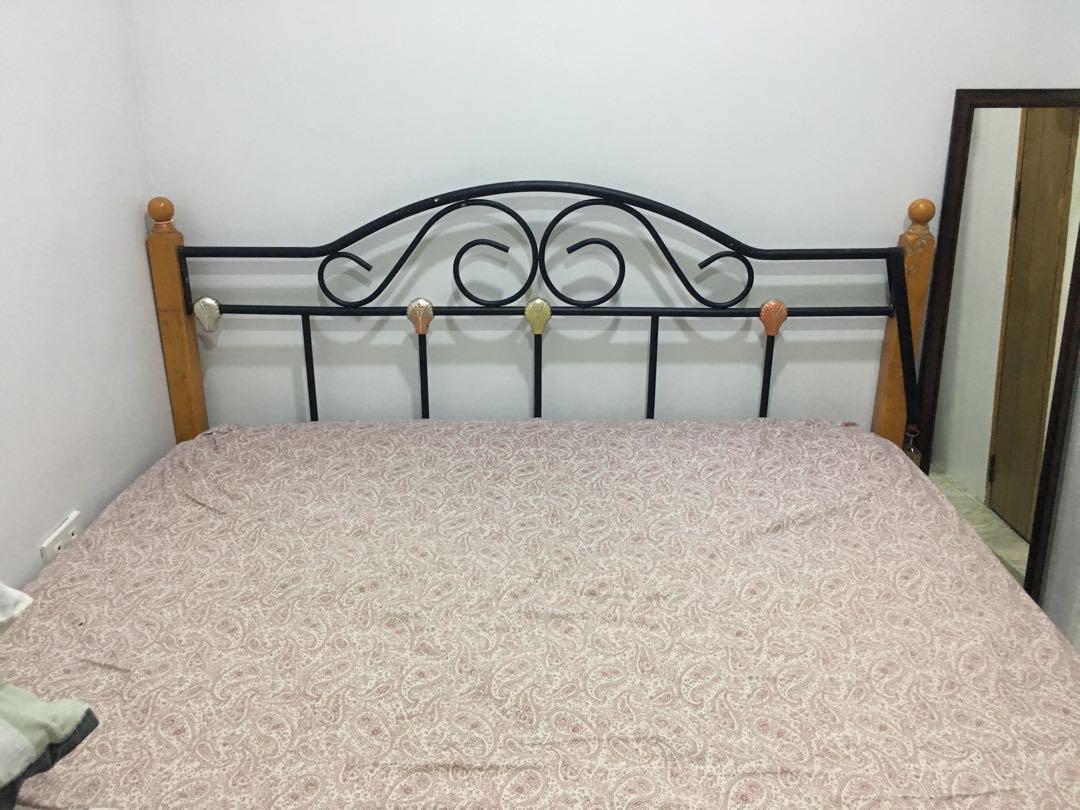 Mattress + bedframe-queen size