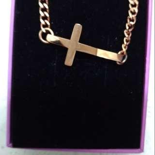 鈦鋼時尚女款十字架玫瑰金手鍊