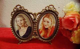 Vintage brass double frame from Italian.