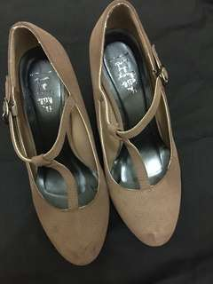 Brown wedges (with box)