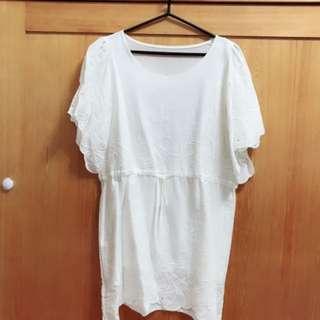 白色長版上衣