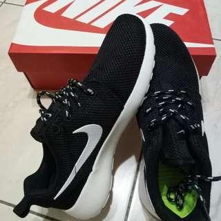 代購 Nike roshe run