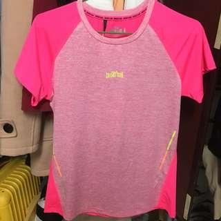 女版健身運動路跑透氣排汗上衣 粉色