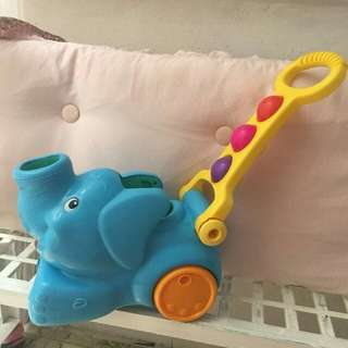 Elephant collect and pump ball pushing toy