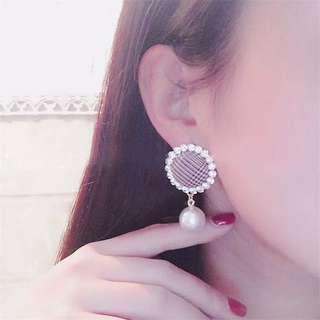 氣質時尚百搭鑲鑽珍珠吊墜銀針復古格紋珍珠耳墜耳環