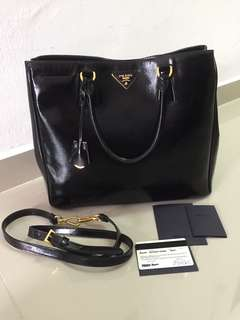 rm1600 nett!! prada saffiano authentic