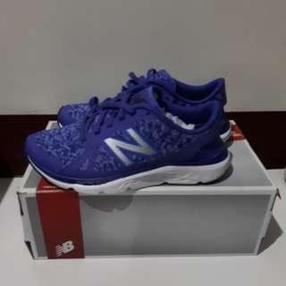 New Balance輕量跑鞋