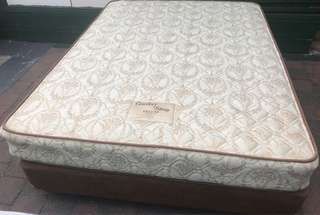 Excellent queen bed base+mattress. Delivery option available