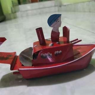Perahu mainan