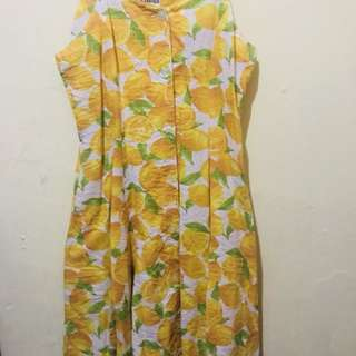 Dress motif buah