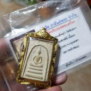 泰國佛牌- 屈曼冠碰 2495 崇笛砲 *篇姐地*(佛塔模), 鑲有防水真金外殼。