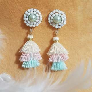 Tri color layered tassel