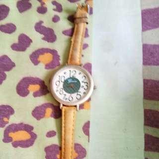 jam tangan kuning