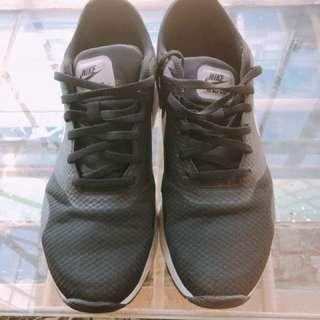 🚚 Nike air