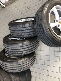 "Porsche Macan 18"" rims with tires"