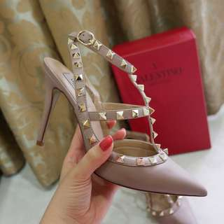 FAST SALE! PRELOVED VALENTINO ROCKSTUD 2 STRAPS POUDRE NUDE LAMBSKIN MIRROR QUALITY 1:1 AUTHENTIC