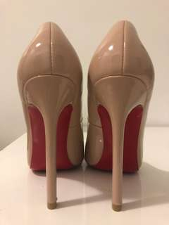 Christian Louboutin So Kate 38 nude