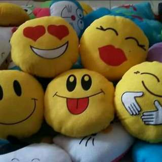 Bantal imut emoticon