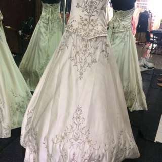 Preloved wedding dress