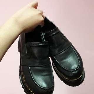 🚚 質感黑色英倫風馬丁鞋版型稍微大一點